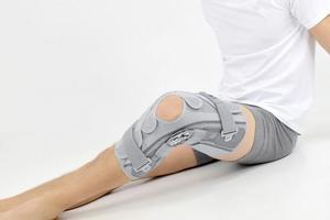 Ortéza kolenní s dvouosým kloubem ATTACK 2RA - 1
