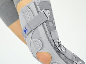 Ortéza na koleno s dvouosým kloubem ATTACK 2RA - 2
